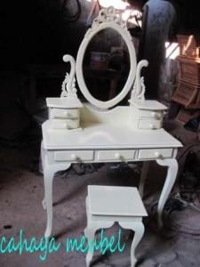 Meja Rias Kartini Warna Putih Duco