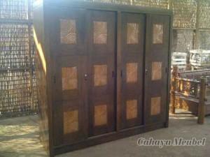 Lemari Pakaian Minimalis Pintu Geser Jati