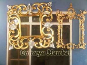 Pigura Kaca Hiasan Dinding Klasik Ukir