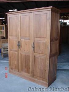 Lemari Pakaian 3 Pintu Kayu Jati Model Klasik