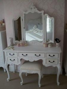 Meja Rias Mewah Warna Putih
