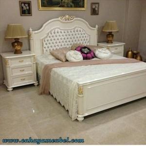Tempat Tidur Klasik Modern Warna Putih Duco