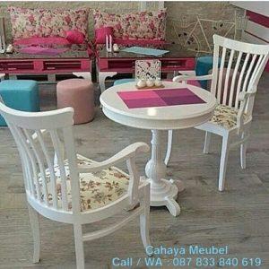 Meja Kopi Minimalis Putih